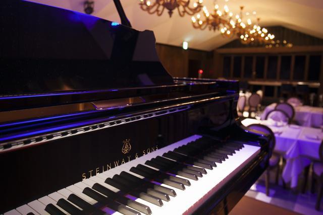 Photo5:ステージからホールを望む